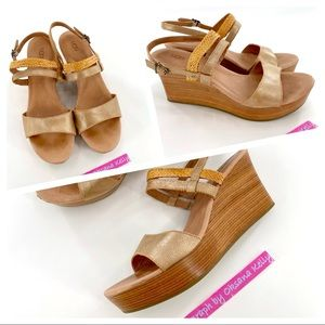 UGG LEATHER SANDALS - BEIGE GOLD Size W9